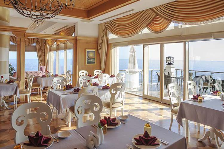 رستوران و سلف سرویس هتل مریت رویال قبرس